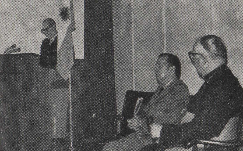 Ceremonia Castrense, Escuela de Defensa Nacional, Bs. As., diciembre de 1976.
